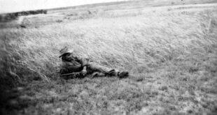 الشهيد بختي مختار 1929 - 1959 صورة بعث بها إلى أمه